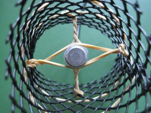 Rubberband mic suspension inside mesh